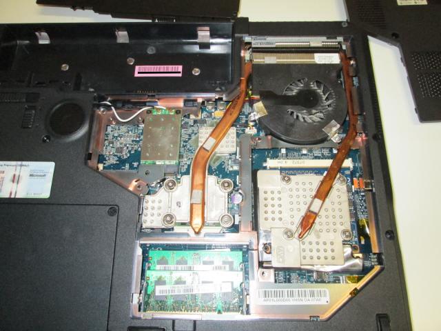 De laptop valt uit. Controleer daarom de koeling.