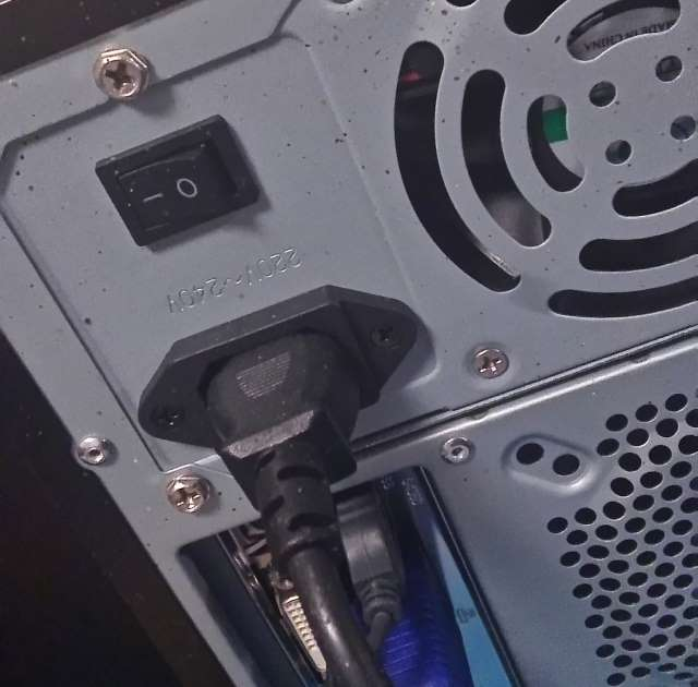 de computer start niet op omdat de schakelaar uit staat