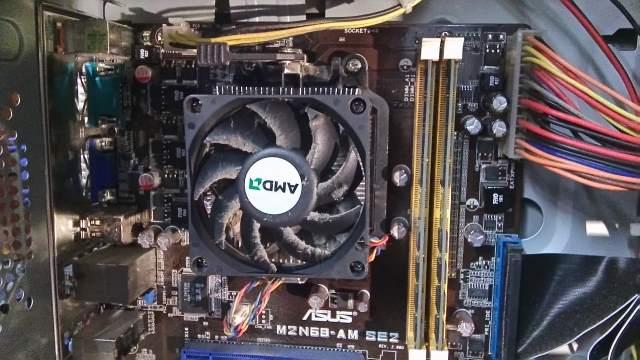 computer valt uit vanwege vuile koelblok