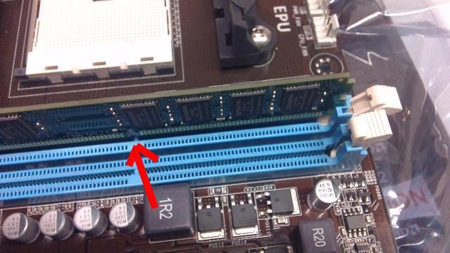 RAM geheugen desktop plaatsen